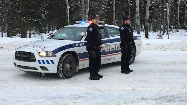 Des agents du Service de police de Lac-Simon