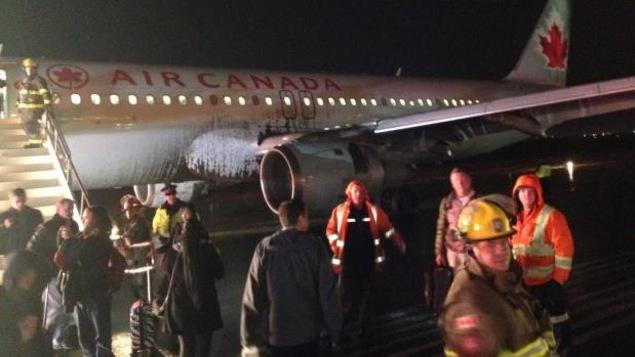 Le passager qui a pris cette photo dit que les nuages étaient plutôt bas lorsque l'avion a atterri.