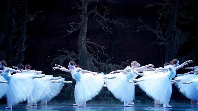 La production du Lac des cygnes du Alberta Ballet