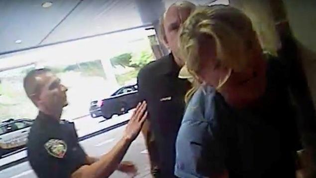 L'arrestation musclée d'une infirmière fait scandale — Etats-Unis