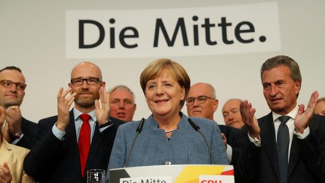 La chancelière Angela Merkel s'adresse à ses supporter à l'issue du vote.