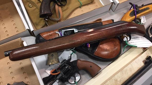Un fusil scié récupéré par la police de Regina.