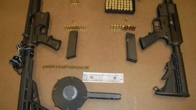 Photo des armes à feu et des munitions saisies