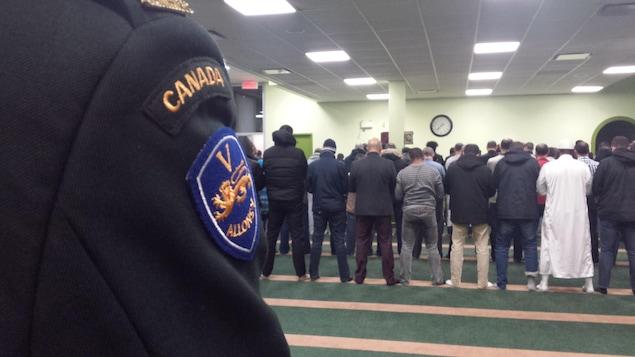 Des aumôniers militaires ont assisté à la prière du vendredi soir à la grande mosquée de Québec.