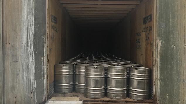 L'érablière Les 5 Zefs inc. produit entre 800 et 1000 barils de sirop d'érable par année.