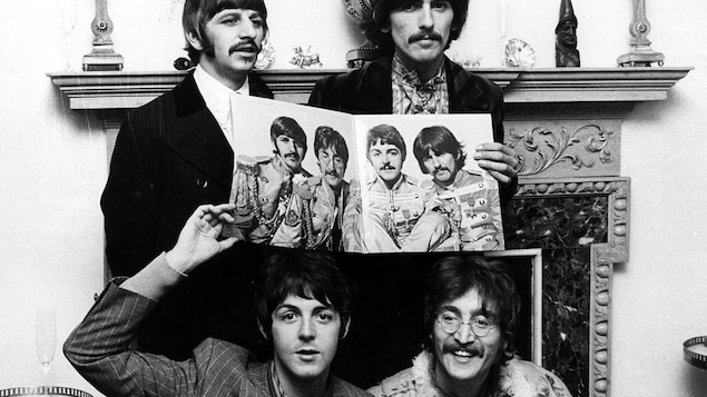 Ringo Starr, George Harrison, John Lennon et Paul McCartney des Beatles lors de la promotion de l'album «Sgt. Pepper's Lonely Hearts Club Band » en 1967