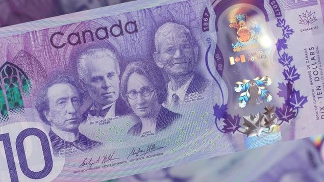 Un gros plan du côté face du nouveau billet commémoratif de 10 $.