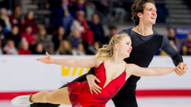 Charlie Bilodeau et Julianne Séguin lors de leur programme libre, samedi soir