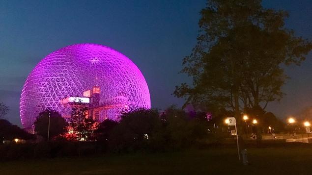 La Biosphère illuminée lors des cérémonies du 375e anniversaire de Montréal
