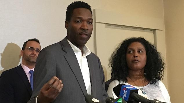 Garth Bobb et Charlene Grant, l'une des sept familles représentées dans la plainte contre le conseil scolaire de district de York