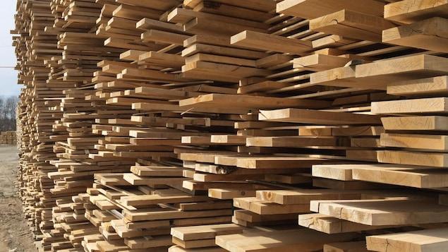 Les producteurs de bois des Hautes-Laurentides appréhendent une nouvelle crise forestière en raison des droits compensateurs imposés par les États-Unis.