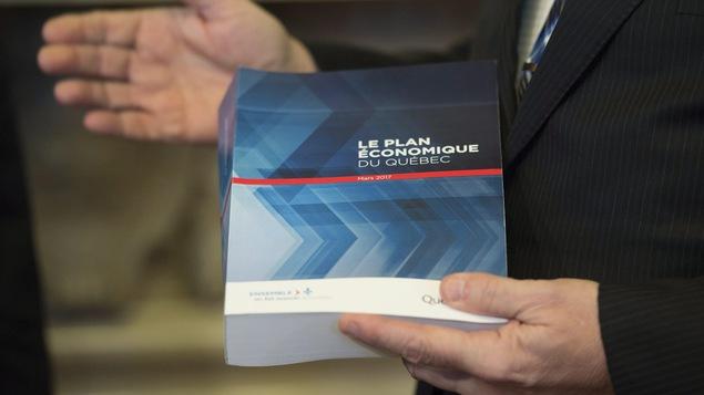 Le budget 2017 présenté par le ministre des Finances du Québec, Carlos Leitao