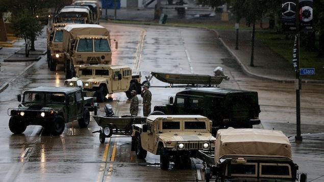 La garde nationale américaine dépêchait des effectifs à La Nouvelle-Orléans, avant que l'ouragan ne frappe la côte dans la nuit de samedi à dimanche.