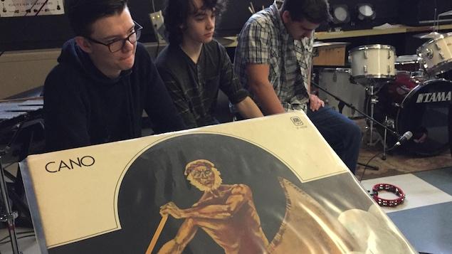 On a fait écouter le 1er album de Cano à un groupe d'élèves de l'école secondaire Macdonald-Cartier.