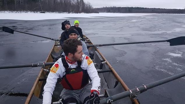L'équipe de canot à Glace Le Prospecteur - Eldorado Gold