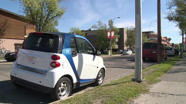 la taxe carbone pourrait avantager les entreprises de partage de voitures ici radio. Black Bedroom Furniture Sets. Home Design Ideas