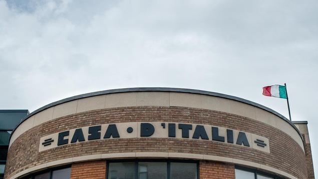 Façade de la Casa d'Italia sur le boulevard Jean-Talon, à Montréal.