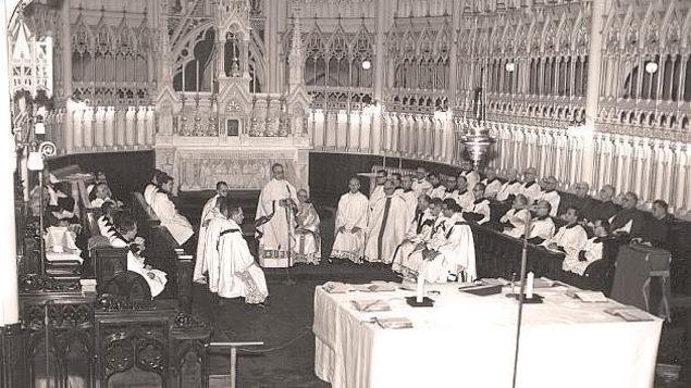 Célébration d'une messe à la cathédrale de Rimouski en 1965