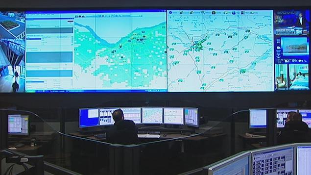 Un centre de répartition du service 911 en Ontario