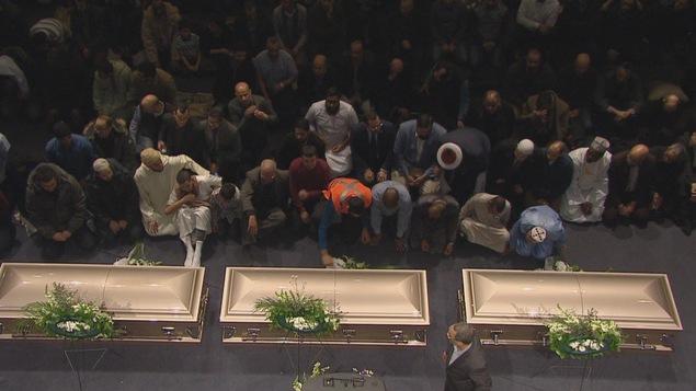 La prière aux défunts se déroule en présence des dépouilles