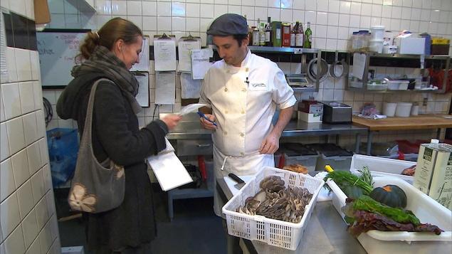 Une trentaine de restaurateurs achètent des champignons de cette petite entreprise montréalaise.