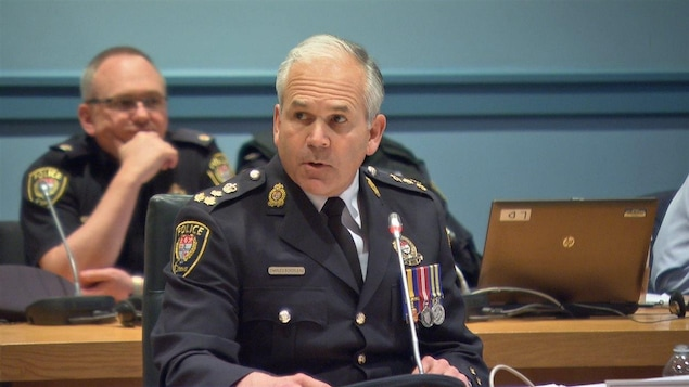 Charles Bordeleau lors d'une réunion à l'hôtel de ville d'Ottawa
