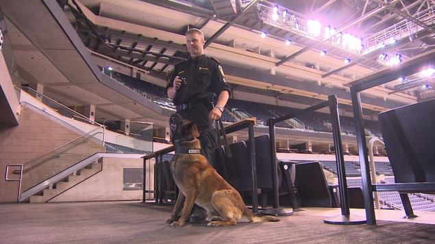 Le chien policier Dante fera sa patrouille vendredi soir, lorsque le groupe Red Hot Chili Peppers jouera au Centre MTS, à Winnipeg.