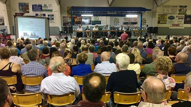 Près de 400 personnes assistent à la seconde réunion publique concernant le projet de cimenterie à L'Orignal.