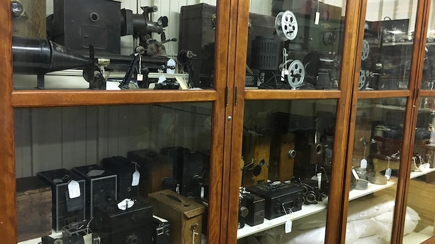 Plusieurs appareils cinématographiques provenant de la collection de François Lemai.