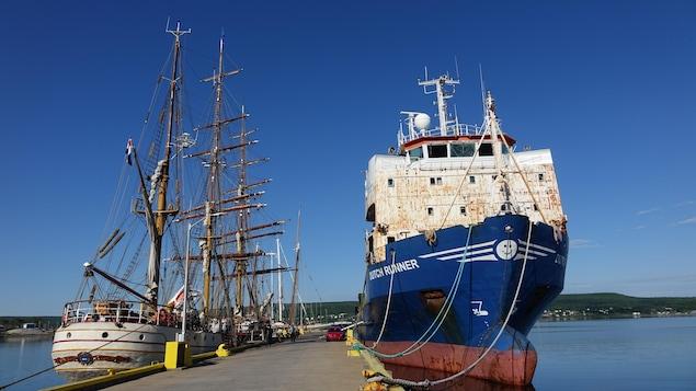 L'Europa amarré à Port Hawkesbury.