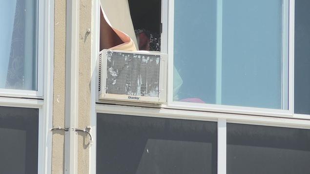 Climatisation des frais ill gaux pour les locataires - Kit d etancheite porte fenetre pour climatiseur ...