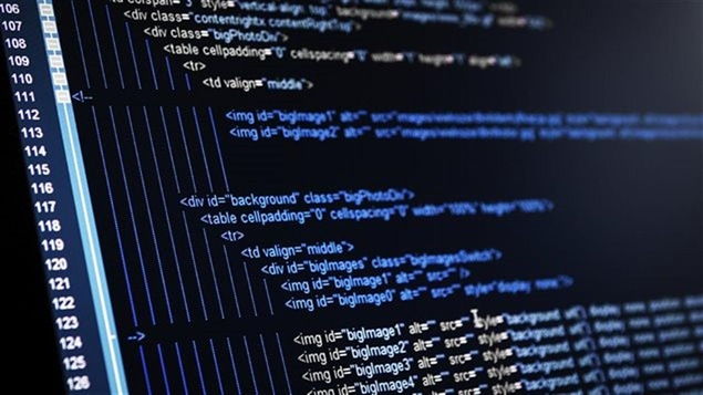 Écran d'ordinateur sur lequel s'affichent plusieurs lignes d'un langage informatique