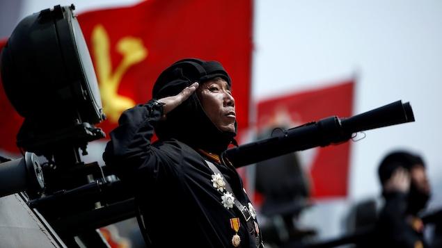 Mike Pence rassure le Japon contre Pyongyang, qui promet des tirs hebdomadaires