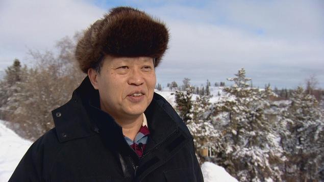 Patrick Chung est propriétaire de l'entreprise de visites guidées Hello Aurora à Yellowknife.