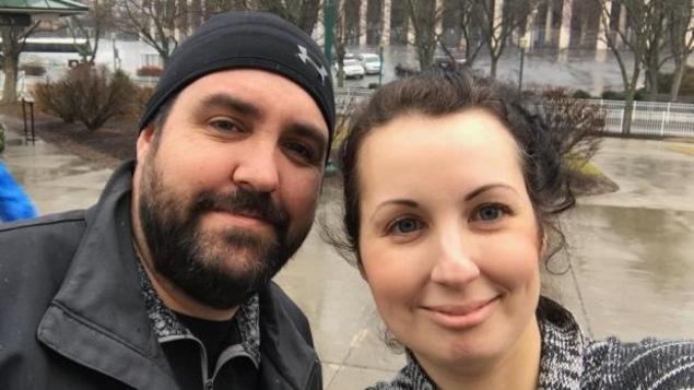 Des douaniers ont permis à Amber Gazdic et à Chris Bolestridge de se rendre aux États-Unis, mais leur ont dit qu'ils n'avaient pas le droit de participer à la marche parce qu'ils sont Canadiens.