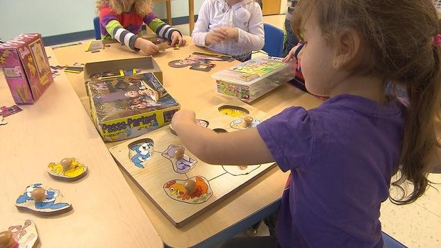 Le jeu contribue à l'apprentissage de l'enfant.