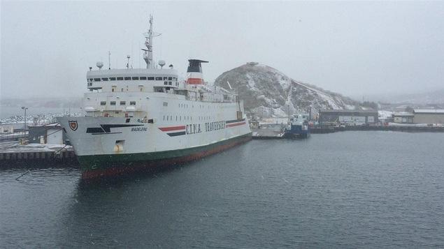 Le navire CTMA Traversier au port de Cap-aux-Meules.