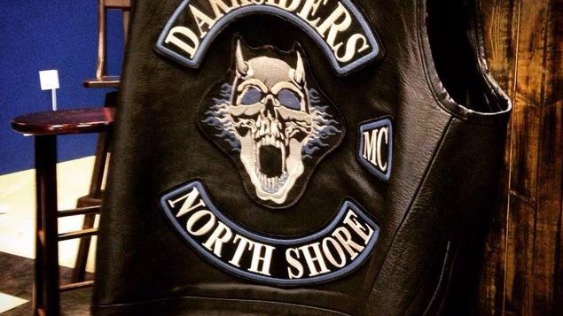 Photo d'une veste de Darksiders. On voit bien le MC