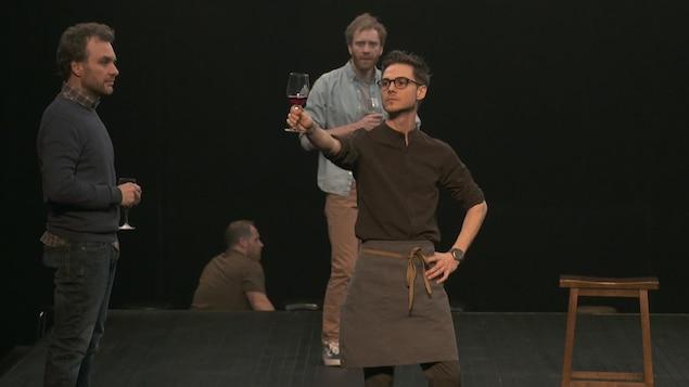 Scène de la pièce Le déclin de l'emprise américain