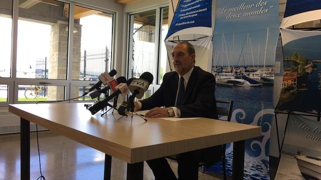 Denis Lebel lors de l'annonce de son retrait de la vie politique