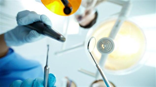 Des instruments utilisés par les dentistes.