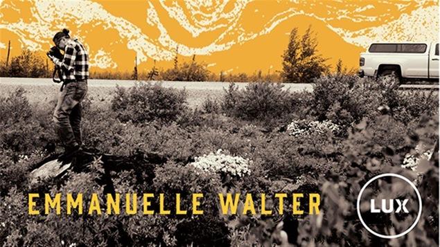 La couverture du livre « Le centre du monde ». Une virée en Eeyou Istchee Baie James avec Roméo Saganash, de l'auteure Emmanuelle Walter.