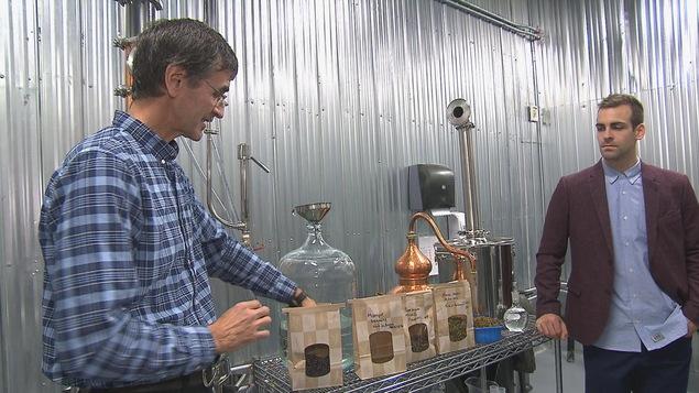 Les Bouchard dans leur distillerie
