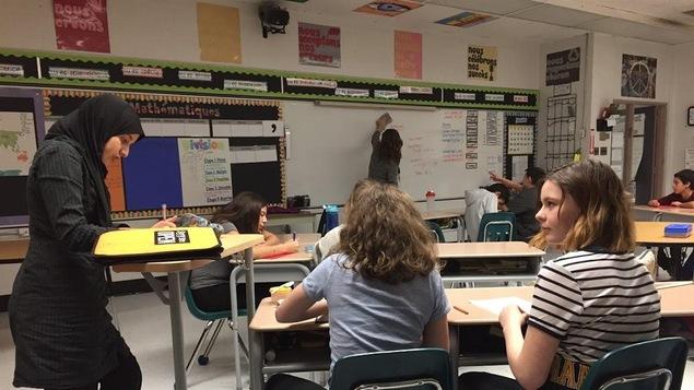 Une salle de classe avec un ameublement flexible
