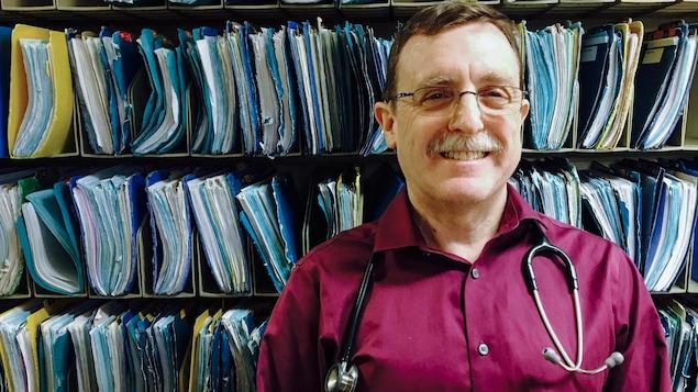 Le Dr Brian Conway des dossiers médicaux