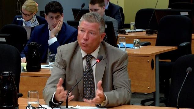 Dominic Werotte, ex-inspecteur-chef de la division des affaires internes du SPVM, lors de son passage à la commission Chamberland.