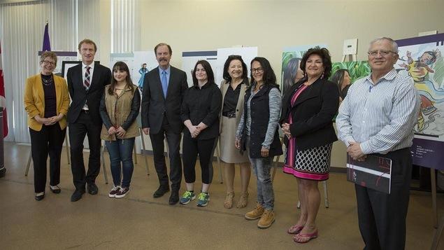 Les artistes mohawks sélectionnées, en présence des dignitaires.