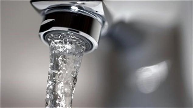 L'eau du robinet doit être bouillie quelques minutes avant sa consommation.