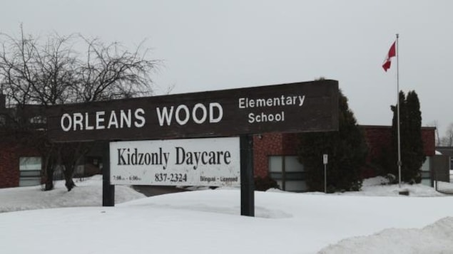 L'école élémentaire Orleans Wood à Ottawa sur le boulevard Jeanne D'Arc.