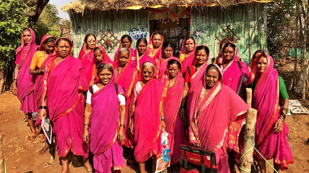 Les grands-mères du village de Fangane, en Inde, vont à l'école pour la première fois de leur vie.